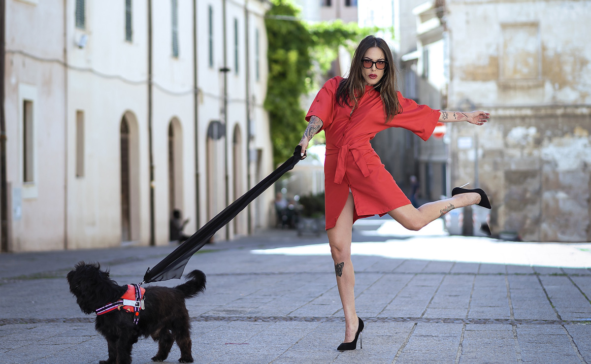 frisciano-red-modello-vestito-slide